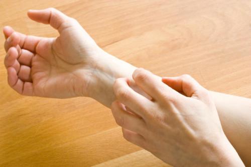 itchy wrist